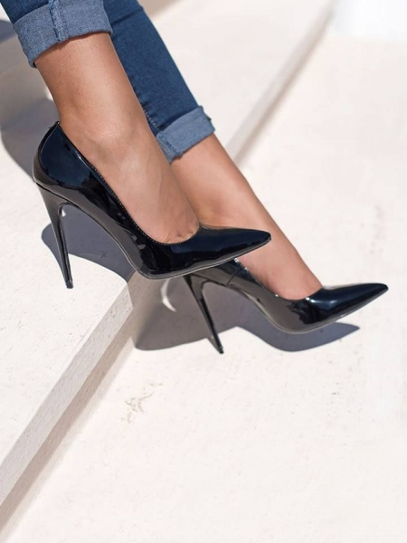 BLACK VERNIS PUMPS