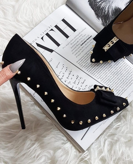BOW BLACK STUDDED PUMPS