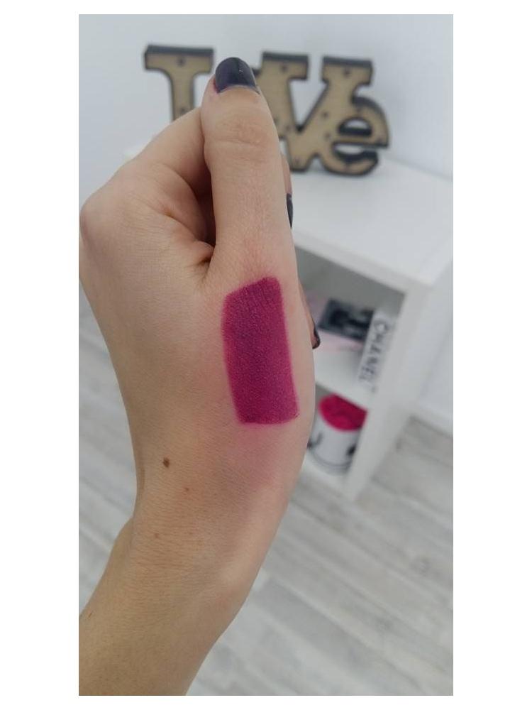 Beauty Loop matte lipstick surrender
