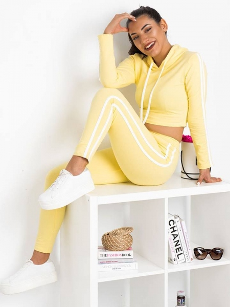 THE YELLOW ATHLETIC SET