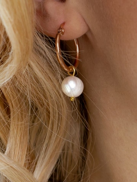 PEARL SMALL HOOP GOLD EARRINGS