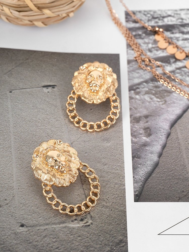 https://www.fashionroom.gr/33500-home_default/lion-circle-earrings.jpg