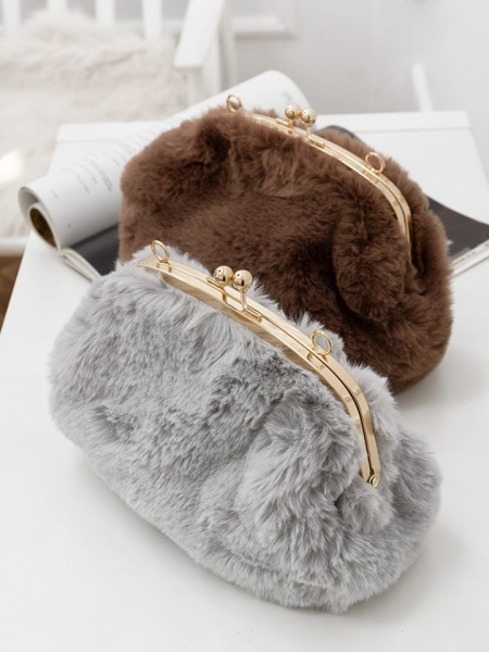SO FLUFFY CLUTCH BAG (2 COLORS)