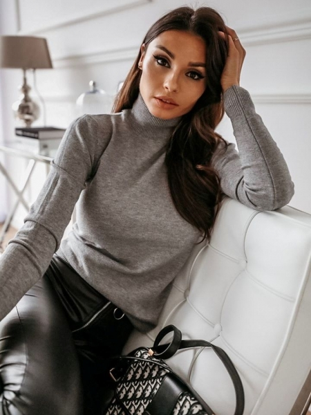 TRISHA GREY TURTLENECK