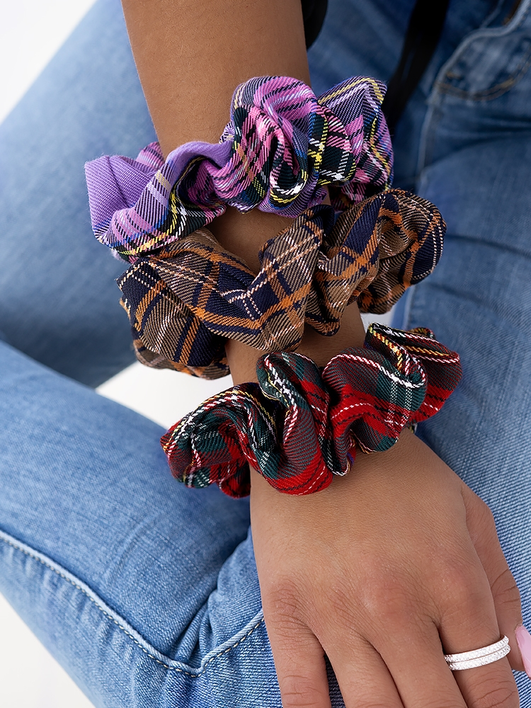 GLASGOW CHECKED SCRUNCHIES