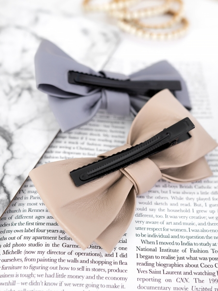 LEATHER BOW HAIRCLIP