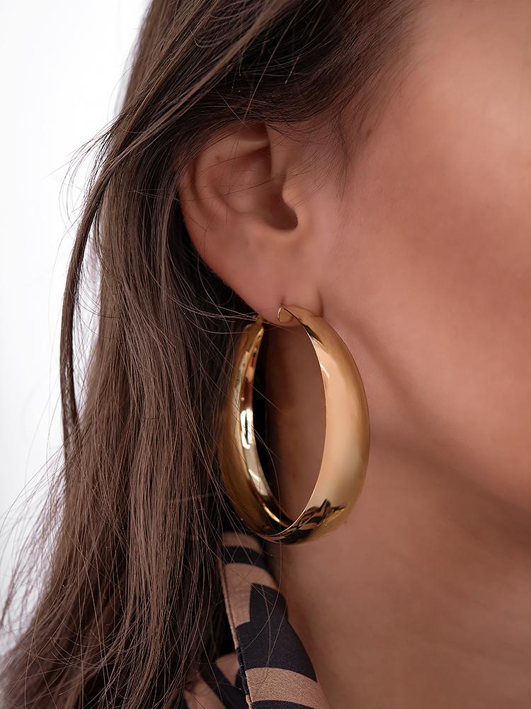 POLY GOLD MEDIUM HOOP EARRINGS