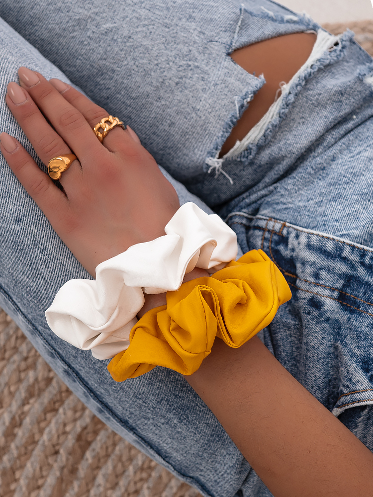 LEATHER SCRUNCHIES WH