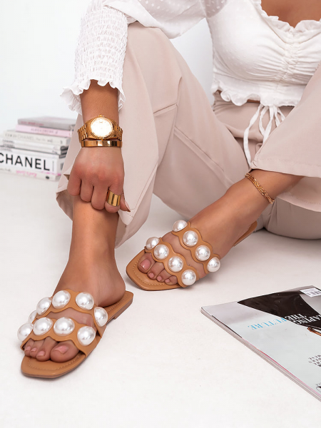 DOUBLE PEARL CAMEL SLIPPERS